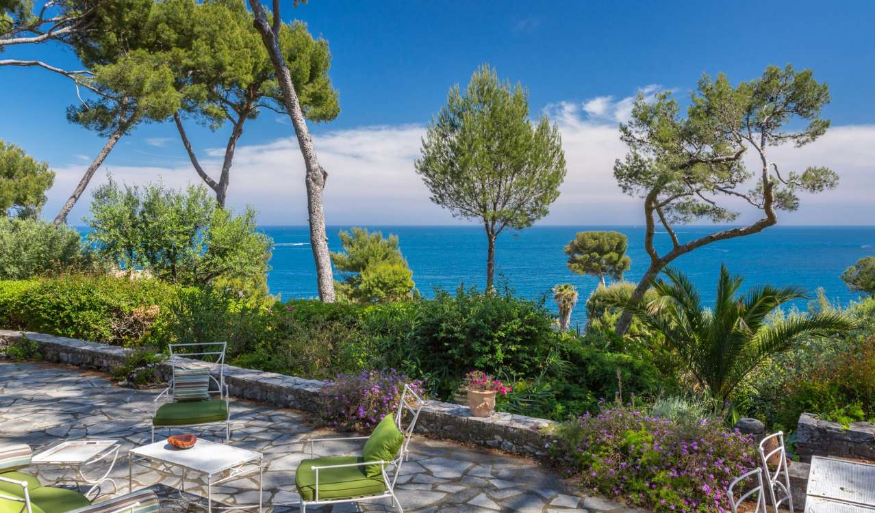 Продажа Бастид, типичный южный дом Cap d'Antibes